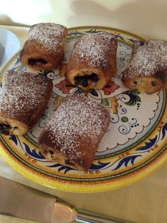 B&B San Fiorenzo : Delicious croissants
