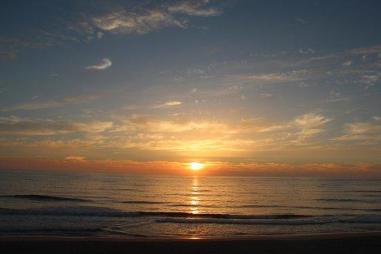 Hotel Cristal Praia Resort & Spa: Puesta de sol en Praia da Vieira (al lado del Hotel)