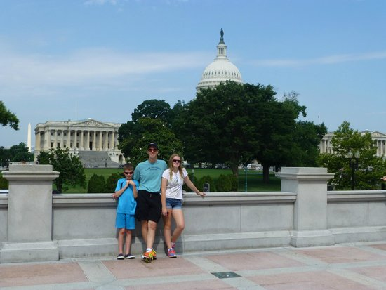 Biblioteca del Congreso: View from the steps of the Jefferson building