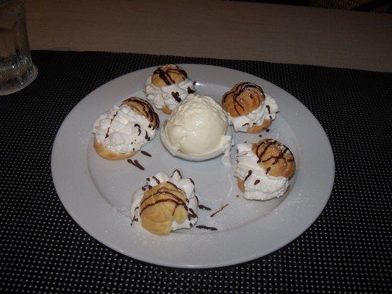 Taste of Belgium Restaurant: Porfiteroles