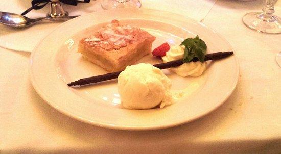 Treacys Oakwood Hotel: apple pie