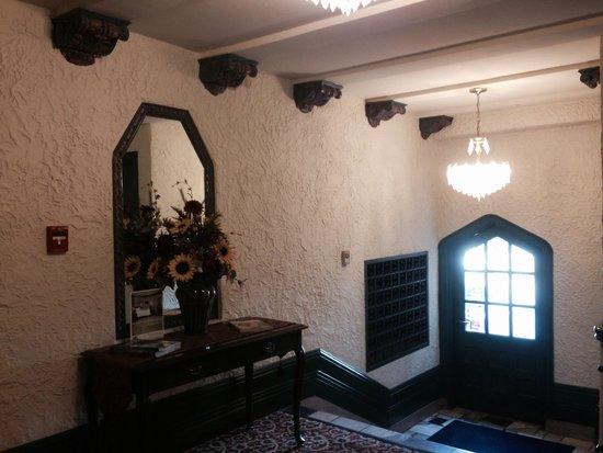 Senate Luxury Suites: Hallway