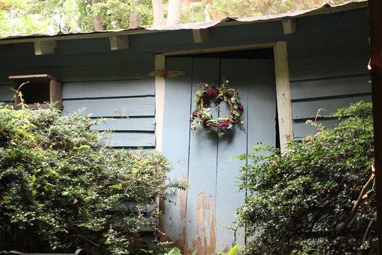 Coopers Landing Inn & Traveler's Tavern : Chicken coop