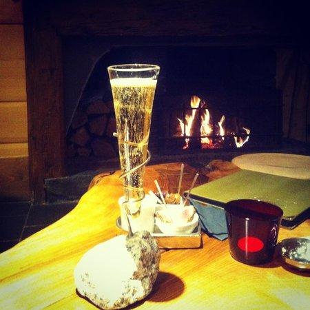 Chalet Hotel Hermitage Paccard : Камин