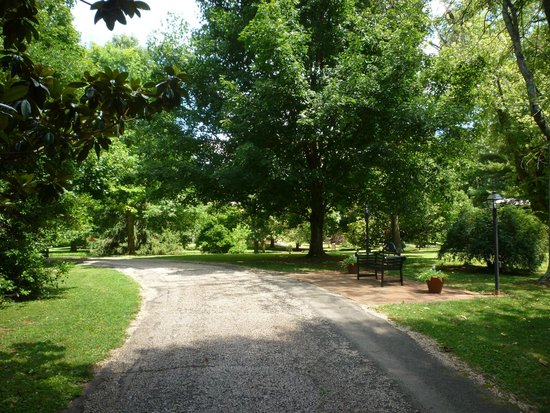 My Old Kentucky Home: Walking around the grounds