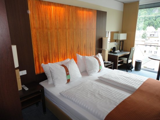 Holiday Inn Salzburg City: Chambre