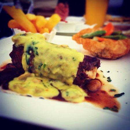 Demir's Restaurant: Demir's special steak.