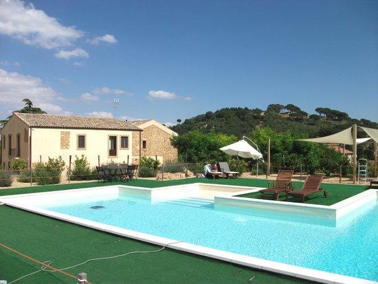 Villa Trigona : Lovely pool with super views