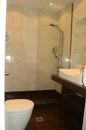 Mareblue Beach Resort: Bathroom