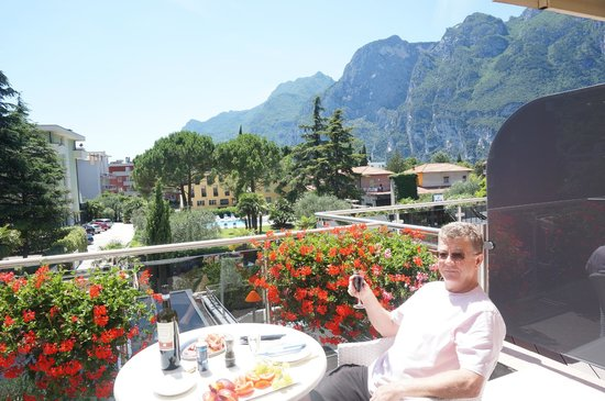 Hotel Savoy Palace - TonelliHotels: Lunch on room balcony