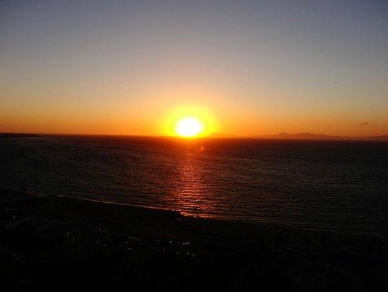 Rodos Palace: coucher de soleil face à l'hôtel