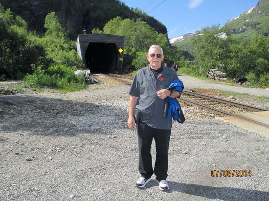 The Flam Railway : Tunnel by crossing for spectacular views