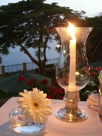 Hotel The Cliff Bay: Our candle lit dinner outside