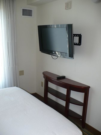 Residence Inn Arlington Pentagon City: TV in Bedroom 1