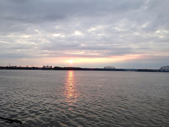 Louisville Waterfront Park : In the evening