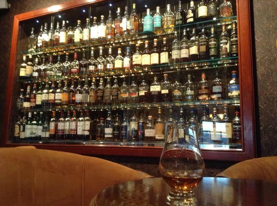 Cuillin Hills Hotel : The Malt whisky selection is extensive but a bit pricey at £35 for a sigle shot of 18 year old H