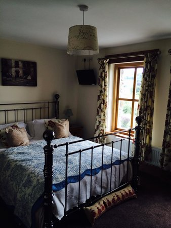 Ferryside Farm Bed and Breakfast: Our bedroom