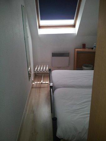 Brit Hotel primo Colmar Centre : Chambre minuscule