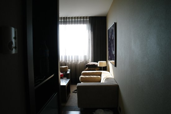 AC Hotel Barcelona Forum by Marriott : Entrance section of Junior Suite
