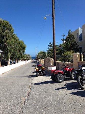 Santo Miramare Resort: Street next to hotel