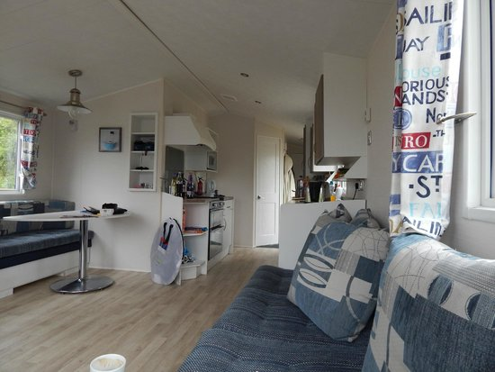 Combe Haven Holiday Park - Haven: Nice summer house room