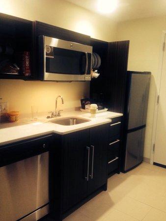 Home2 Suites By Hilton Erie, PA: Kitchen