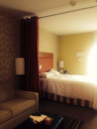 Home2 Suites By Hilton Erie, PA: Full size bed