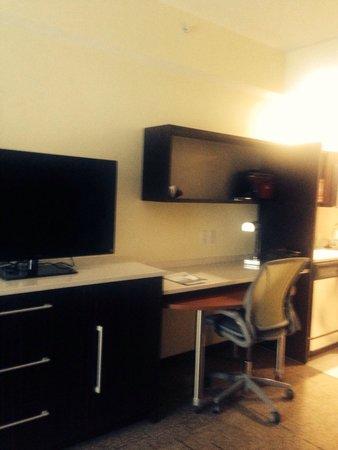 Home2 Suites By Hilton Erie, PA: Desk/tv