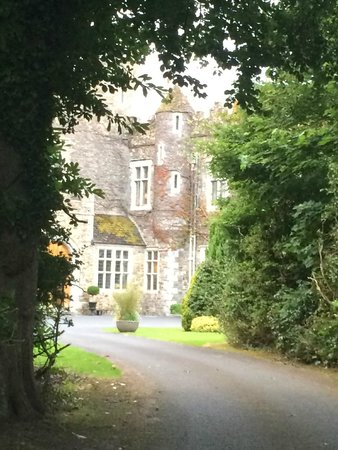 Waterford Castle Hotel & Golf Resort: driving up