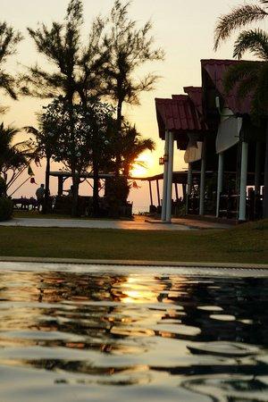 Golden Bay Cottages: Закат