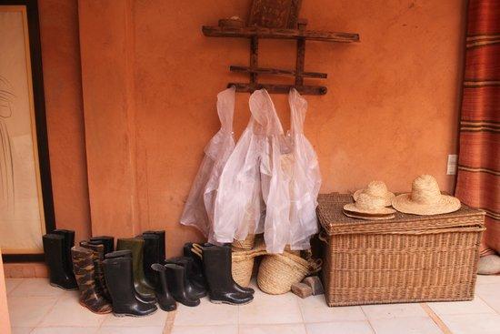 Kasbah Bab Ourika: Entrance hall. be prepared!
