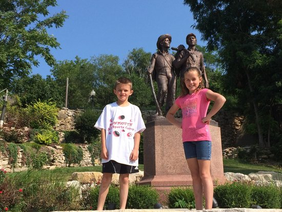 Tom and Huck's Statue : Tom, Huck, and two other mischievous children...