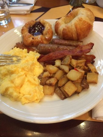 Denver Marriott City Center: Breakfast buffet with room package