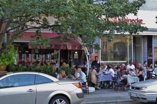 Osteria Ribaltone: Terrasse im Sommer