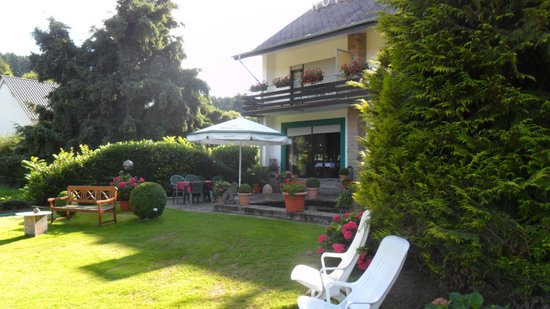 Eifel Hotel Lamberty: mooie tuin.