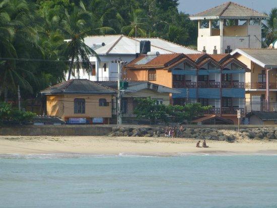 Hotel Dhammika vom Meer aus gesehen