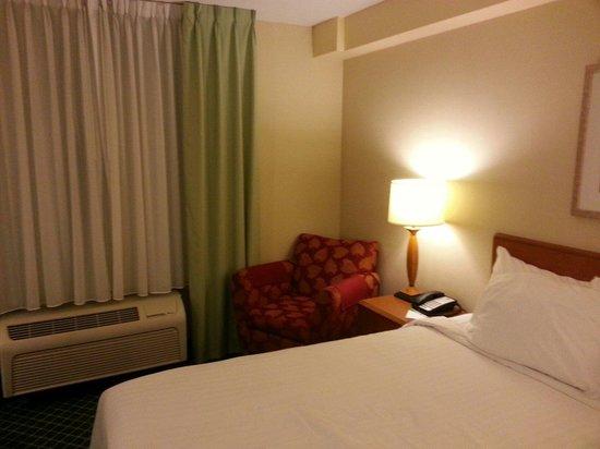 Fairfield Inn & Suites Sudbury: Room