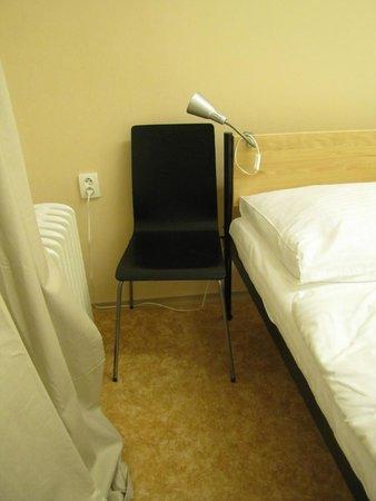Mojo Inn : room