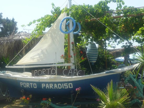 Porto Paradiso Cafe: On Your Way In