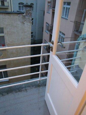 Mojo Inn : balcony