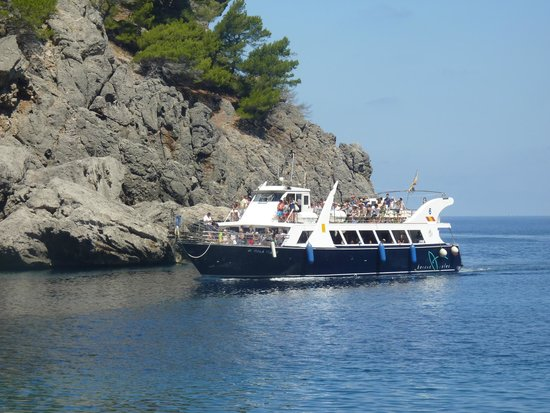 No Frills Excursions : The boat
