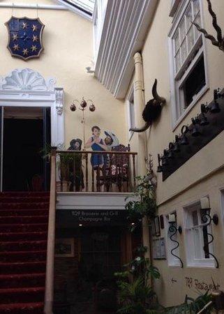 Royal Seven Stars Hotel: Seven Stars Hallway