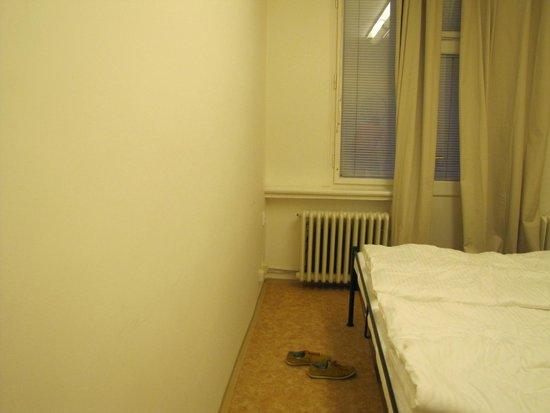 Mojo Inn: room