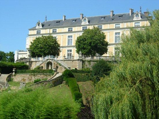 Chateau Colbert : Chateau vu du parc oriental