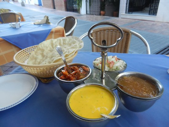 Taste of India : Pickle tray and poppadoms
