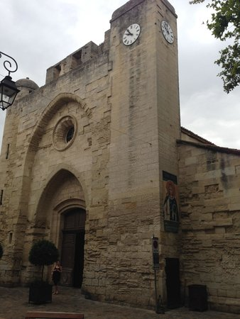 Eglise Notre-Dame des Sablons: Front door