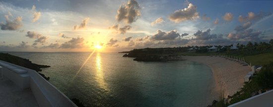 The Cove Eleuthera: Sunset from the bar