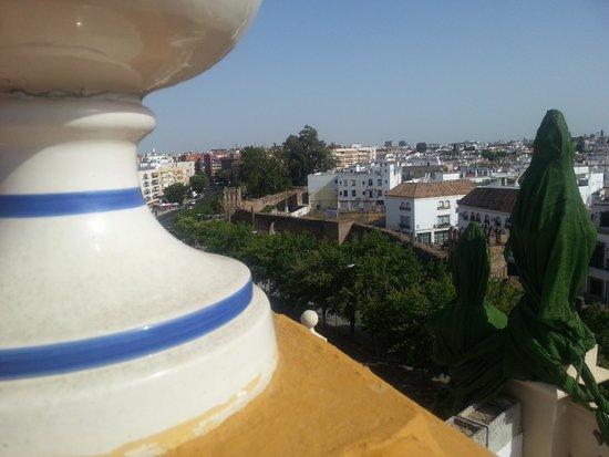 Exe Sevilla Macarena: Vue de la piscine