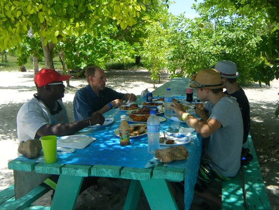 Simply Carriacou Island Tours : Lunch!