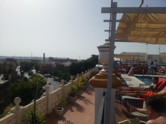 Exe Sevilla Macarena: Piscine